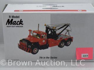 Mack R Model Tow Truck  1 34 scale