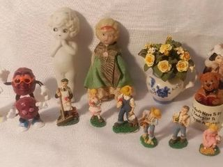 lot of 14 Small Figurine Collectibles The California Raisins The Heirloom Tradition Boyds Bears