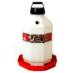 lITTlE GIANT PlASTIC POUlTRY WATERER RED 7 GAllON