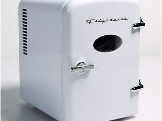 Frigidaire Mini Portable Personal Heating and C ooling Fridge