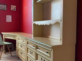 Cute Vintage Girls Bedroom Set   Dresser Chest End Table Hutch Bookcase Desk 2 Twin Beds