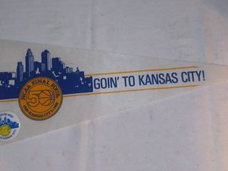 1988 NCAA Final Four Goin to Kansas City Felt Pennant and Button