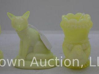 4  Vaseline glass figurines