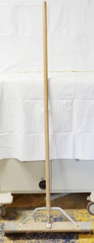 24  Shop Broom