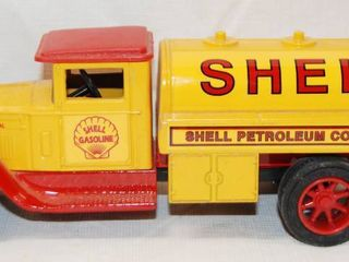 Collectible SHEll Gasoline Tanker  locking Coin Bank w Key   Die Cast Metal