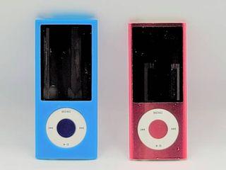 2 iPod Nanos   Pink   Blue