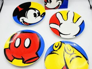 Disney Gourmet Mickey Set   4  Mickey Mouse Plates and  1  Hot Plate