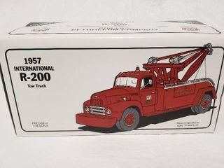 Phillips Petroleum Company R 200 Tow Truck   Die Cast Metal NIB