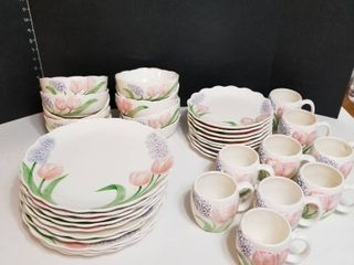 Maryann Baker dishware 38 pc set