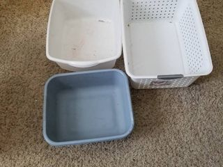 Small laundry basket and 2 dish pans