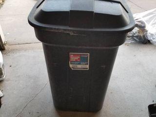trash can 32 gallon and garden hose
