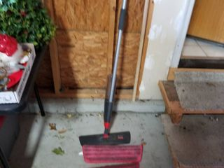 Rubbermaid mop with pads
