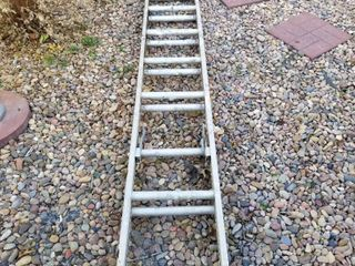 Extension ladder 8 ft 4  extends to 16 ft