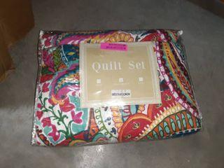 Blazing Paisley Reversible Queen Quilt Set
