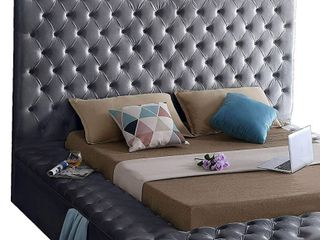 Meridian Furniture Bliss Collection Modern   Contemporary Velvet Upholstered Headboard with Deep Button Tufting   Queen Headboard  Grey
