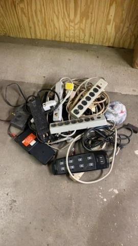 BOX OF MANY NICE ElECTRICAl CORDS