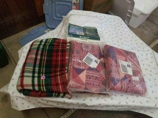 3 THROW BlANKETS AND 1 TWIN FUll SHEET BlANKET