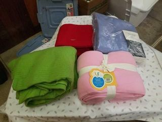BlANKETS   REGUlAR  RED IS KING  PINK IS