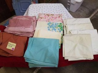 VARIOUS FlAT AND FITTED SHEETS  DOUBlE BED SIZE