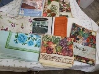FESTIVE  COlORFUl VARIETY OF TABlEClOTHS