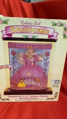 COllECTOR DOll SHOWCASE  NO DOll INClUDED