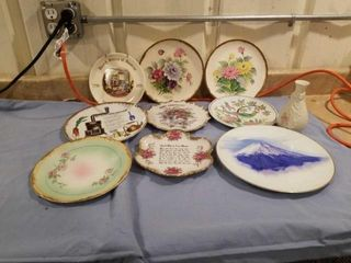 9 DIFFERENT PlATES AND A CAMEO RIBBON VASE
