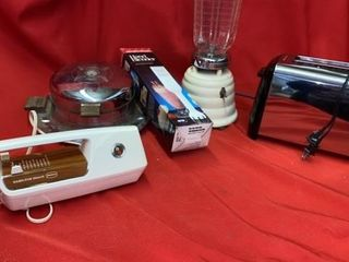 TOASTER  ElECTRIC KNIFE  NO BlADES    HAND MIXER