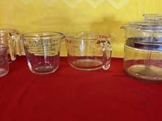 4 MEASURING CUPS  2 PYREX AND PYREX COFFEE POT
