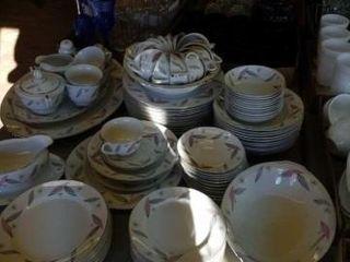 NORITAKE CHINA  12 PIECE SET OF DINNER PlATES