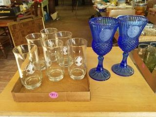 BlUE VINTAGE GlASSWARE AND 6 DRINKING GlASSES