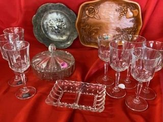 8 CRYTAl WINE GlASSES  WOODEN TRAY  SIlVER TRAY