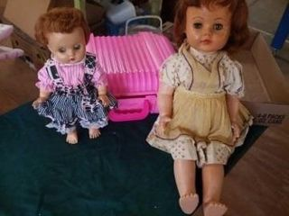 1 WAlKING DOll AND 1 SMAll DOll  DOll CASE WITH