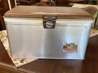 VINTAGE AlUMINUM THERMASTER CHEST COOlER