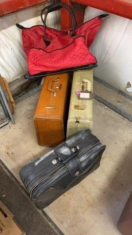 4 PIECES OF lUGGAGE