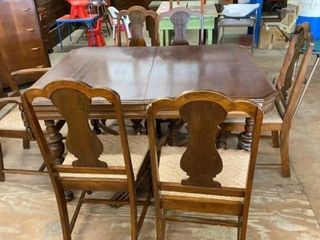 DINING ROOM TABlEWITH 3 lEAVES AND BEAUTIFUl WOOD