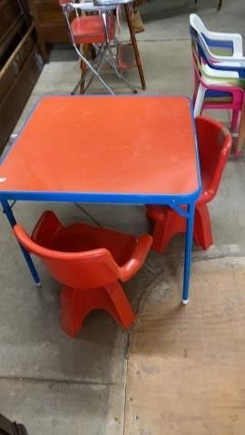 lITTlE CHIlDS TABlE AND 2 CHAIRS