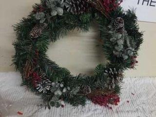 BEAUTIFUl PINECONE CHRISTMAS WREATH