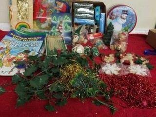 BOX OF CHRISTMAS BUlBS  DECORATIONS  COlORING