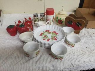STRAWBERRY ITEMS   2 BAKE AND SERVE DISHES WITH 5