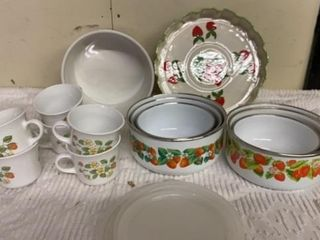 6 COREllE COFFEE CUPS   METAl CONTAINERS AND