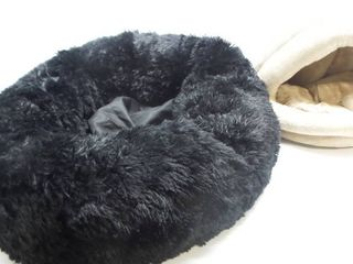 lot of 2 large and Small Pet Bed