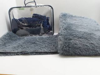 lot of 2 Rugs and weighted blanket