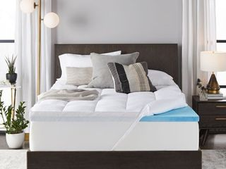 Sleep Innovations 4 inch Dual layer Gel Memory Foam Mattress Topper Enhanced Support  Queen  Made in the Usa