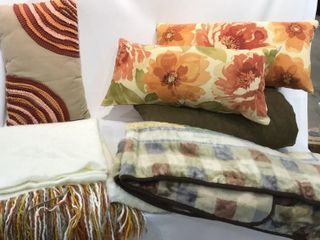 Brown Themed Comforter   2  Throws   3  Pillows