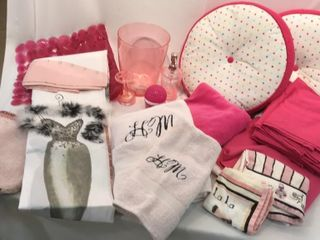 Pink Bedding  Pillows    Bathroom Accessories