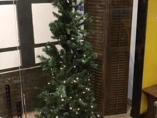 7 ft  Pre lit Christmas Tree