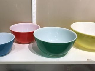 Set of 4 Pyrex Nesting Bowls