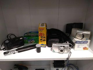 Canon   Olympus Point and shoot Cameras w  Film