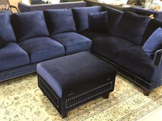 living Room Sectional w  Ottoman