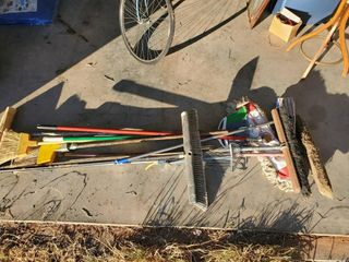 push brooms  brooms  dust mop